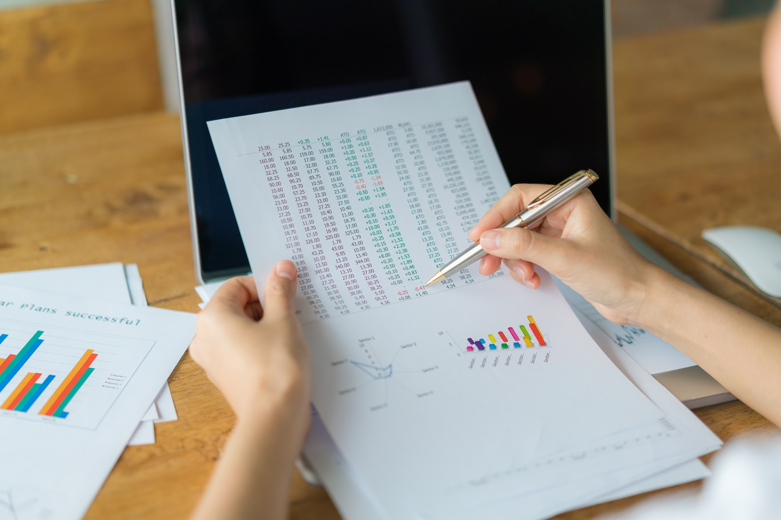 analysis-data-statistics-analyzing-price_1610121072.34.jpg