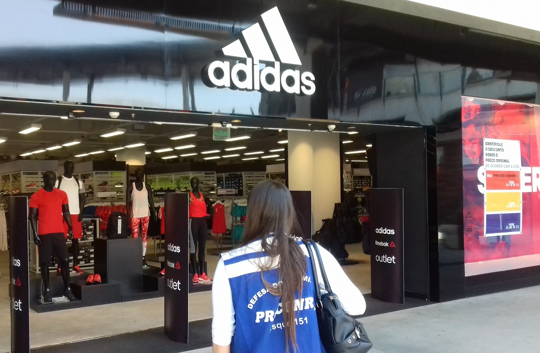 13a1e841458 Procon Estadual autua 30 lojas no shopping Outlet Premium